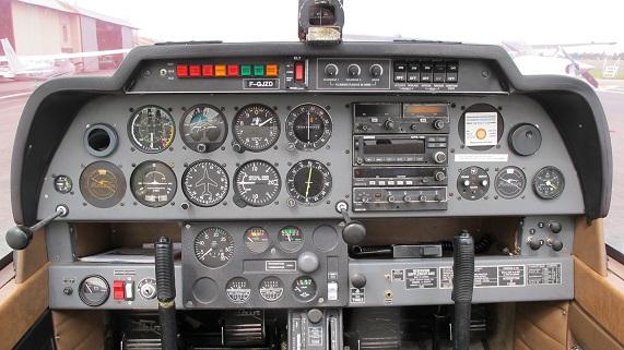 Tableau de bord du Robin DR400